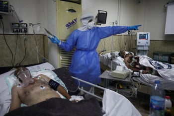 A medic works with corona patients in a hospital in Idlib, Syria, November 14, 2020