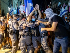 Anti-Netanyahu protesters struggle with police at a checkpoint in Jerusalem, August 30, 2020.