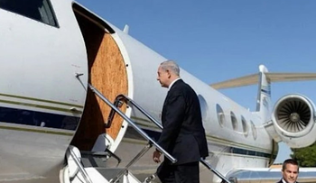 File photo: Netanyahu boarding the private plane that took him to Saudi Arabia.