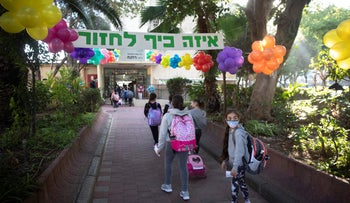 Children at Rokach Elementary School in south Tel Aviv on November 24, 2020, the day fifth- and sixth-graders returned from distance learning during the coronavirus crisis.
