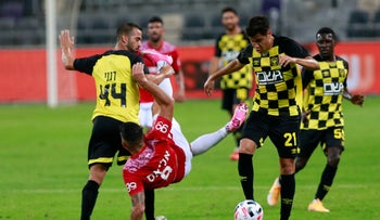 Players during a game between Beitar Jerusalem and Maccabi Tel Aviv held without an audience in Tel Aviv, October 31, 2020.