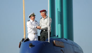 Then-IDF chief Benny Gantz, right, and then-navy chief Ram Rothberg on a submarine in Haifa, 2014.