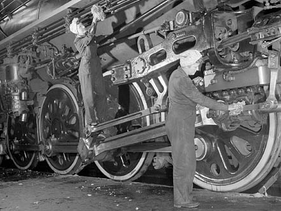 Canadian women clean a fast freight locomotive during WWII.