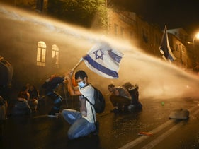 Police employ a water cannon to disperse anti-Netanyahu protesters, July 18, 2020