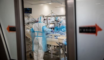 Ichilov Hospital's coronavirus intensive care unit, January 2020. The subjects have no connection to the content of the article.