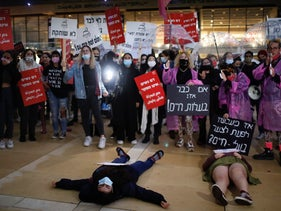 Protesters march to denounce violence against women, Tel Aviv, November 2020.