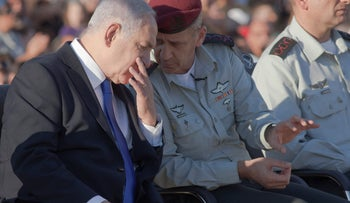 Prime Minister Benjamin Netanyahu (L) speaks with Chief of Staff Aviv Kochavi at a ceremony, October 31, 2019.