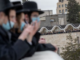 Some of the ultra-Orthodox mourners gathering gor the funeral of Rabbi Meshulam Dovid Soloveitchik in Jerusalem, January 31, 2021.