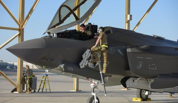 U.S. soldiers on an F-35 at a base near Abu Dhabi in 2019