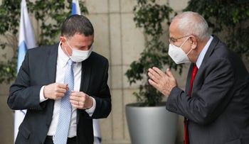 Health Minister Yuli Edelstein (left) with the health basket committee head Prof. Shuki Shemer (right)