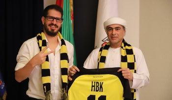 Moshe Hogeg and Sheikh Hamad bin Khalifa Al Nahyan after signing the Beitar Jerusalem deal, on December 7, 2020.