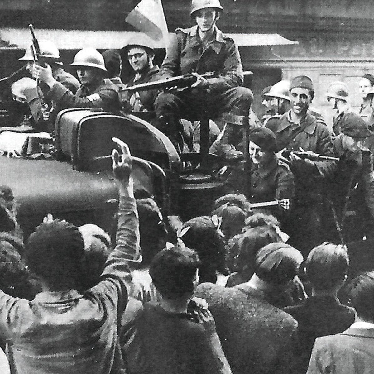 Jewish Scouts, under the leadership of Robert Gamzon, helping to liberate the city of Castres in 1944.