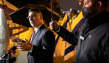 Gideon Sa'ar visits hospital directors' protest near the Finance Ministry building in Jerusalem, last month.