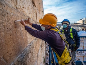 """Fixing cracks in the the Western Wall using """"micro-lime"""" grouting and alcohol so it dries fast"""