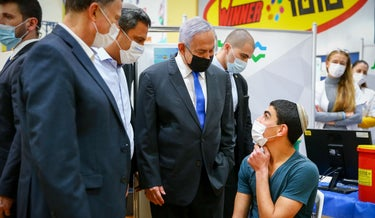 Prime Minister Benjamin Netanyahu with Health Minister Yuli Edelstein at a vaccination center in Sderot last month.