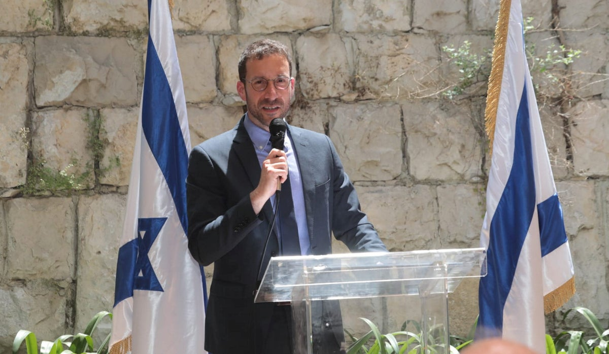 One month after announcing resignation, Labor's Itzik Shmuli is still in cabinet