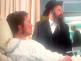 Scene from the now-removed episode of 'Nurses' where an ultra-Orthodox father rejects a 'goyim leg' transplant for his son