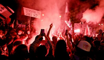 Protesters at the last weekly anti-Netanyahu demonstration in Jerusalem ahead of the March general election