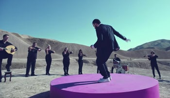 """Tom Cohen and the Jerusalem Orchestra East & West in the video for """"Hash Bi"""" (""""Feel Me"""")."""