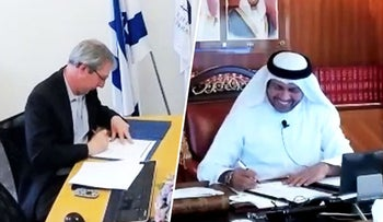 Dr. Abdulla M. Alraisi and Oren Weinberg signing MOU via Zoom.