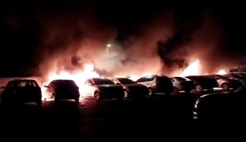 Cars in Lod set on fire Tuesday night.