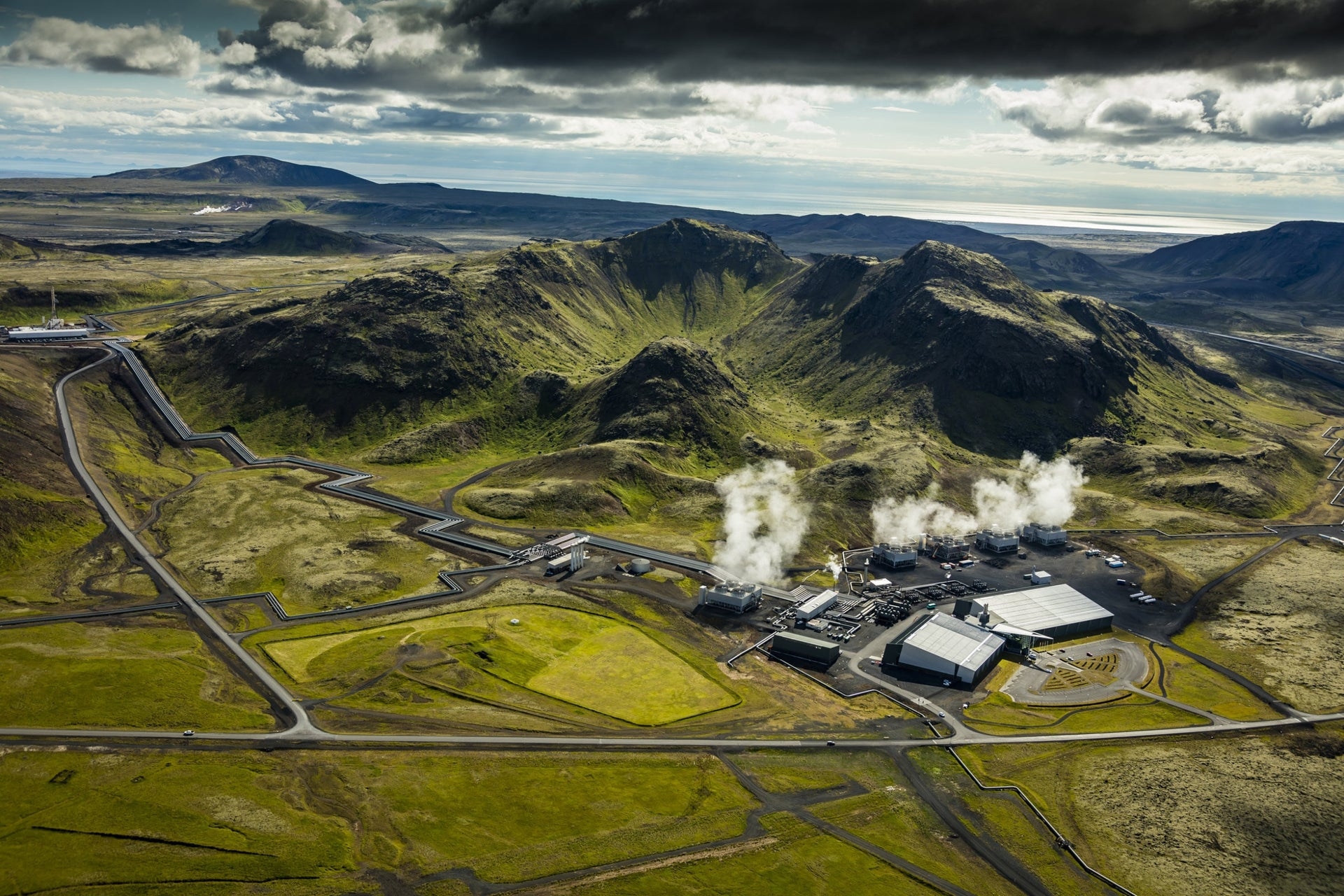 """Iceland's Hellisheidi geothermal power station. """"Alternative and renewable power sources can be used to operate bioreactors [that cultivate microalgae] anywhere,"""" says Tzachor."""