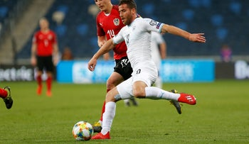 Tomer Hemed, dressed in whites, at a match in 2019.