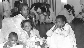 New immigrants arrive in Israel from Ethiopia during Operation Solomon, in 1990.