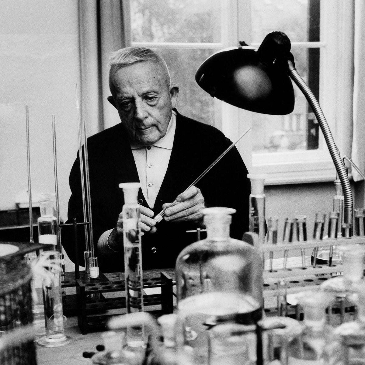 Otto Warburg in his laboratory in 1960.