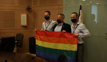 Health Minister Nitzan Horowitz flanked by petitioners against Israel's surrogacy law, Etai and Yoav Pinkas-Arad, on Sunday at the Knesset